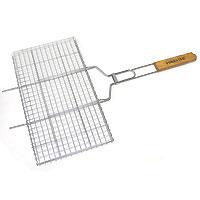Решетка-гриль Forester, 26 х 45 cмBQ-N02Предлагаемая вашему вниманию решетка-гриль Forester предназначена для запекания мяса, птицы, рыбы, овощей на углях. Решетка изготовлена из высококачественной стали с пищевым никелированным покрытием. Особая конструкция решетки со специальными усиками позволит вам удобно расположить на барбекю или мангале. Решетка-гриль оснащена удобными деревянными ручками. Характеристики: Артикль:BQ-N02. Материал: сталь. Размер решетки: 26 см х 45 см.FORESTER- брэнд с широкими интернациональными традициями и в этом секрет его успеха. FORESTERвпитал в себя самое лучшее из созданного предшественниками, поэтому продукция фирмы - это все самое качественное для вашего пикника! Разработано компанией Ruyan Co, Германия.