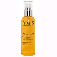 Тонизирующий лосьон Matis. С витаминным комплексом, для всех типов кожи, 200 мл80103Безалкогольный лосьон спрей. Предназначен для завершающего этапа очищения кожи в состоянии стресса. Идеально тонизирует кожу, подготавливает ее к восприятию всех полезных компонентов других средств Matis. Оживляет цвет лица, возвращает сияние. Можно орошать кожу лица в течение дня (даже поверх макияжа). Для любого возраста и любого типа кожи. Витаминный комплекс (A , C, E), Мульти-минеральный коктейль (железо, медь, цинк)Наносить утром и вечером на кожу лица и шеи, завершая процедуру очищения. Можно наносить в любое время в течение дня поверх макияжа (распыляется по всей поверхности лица с расстояния примерно 30 см).