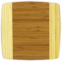 Доска разделочная Amadeus из бамбука 24 х 24 х 1,5 см 28AR-200628AR-2006Квадратная разделочная доска из бамбука обладает рядом преимуществ, которые можно оценить уже при первом использовании. Изготовленная из бамбука, доска отличается долговечностью, большой прочностью и высокой плотностью, легко моется, не впитывает запахи и обладает водоотталкивающими свойствами, при длительном использовании не деформируется.Разделочная доска из бамбука выполнена на высоком уровне, она удовлетворит все запросы самой требовательной хозяйки!Рекомендации:очищать сразу после использования;просушивать после мытья;не использовать при высокой температуре. Характеристики:Страна: Германия. Материал:бамбук. Размер: 24 см х 24 см х 1,5 см.Артикул:28AR-2006.