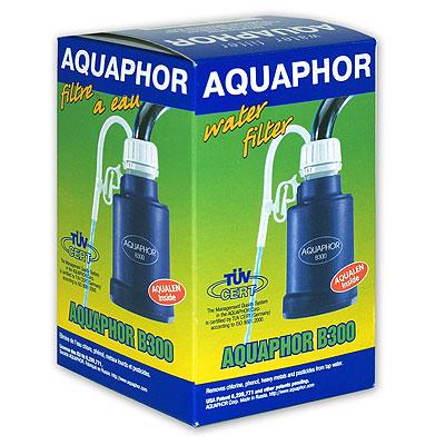 """Водоочиститель """"Аквафор B300"""" предназначен для доочистки водопроводной воды в бытовых условиях. Водоочиститель """"Аквафор B300"""" - самая маленькая по размеру и самая доступная по цене модель """"Аквафора"""".  Эта небольшая насадка на кран подключается к крану только на время фильтрации. Фильтр компактен и прост в использовании. Несмотря на свои миниатюрные размеры, водоочиститель """"Аквафор B300"""" очищает воду от хлора, органических соединений, тяжелых металлов, нефтепродуктов и других примесей так же качественно, как и более крупные модели.    Компания """"Аквафор"""" создавалась как высокотехнологическая производственная фирма, охватывающая все стадии создания продукции от научных и конструкторских разработок до изготовления конечной продукции. Основное правило """"Аквафора"""" - стабильно высокое качество продукции и высокие технологии, поэтому техническое обновление производства происходит каждые 3-4 года, для чего покупаются новые модели машин и аппаратов. Собственное производство уникальных сорбентов и постоянный контроль на всех этапах производства позволяют """"Аквафору"""" выпускать высококачественный продукт, известность которого на рынке быстро растeт.   Характеристики:   Материал:  пластик, резина. Ресурс:  1000 л. Производительность:  18 л/час (0,3 л/мин). Диаметр:  65 мм. Высота:  120 мм. Изготовитель:  Россия.    Входит инструкция по эксплуатации на русском языке."""