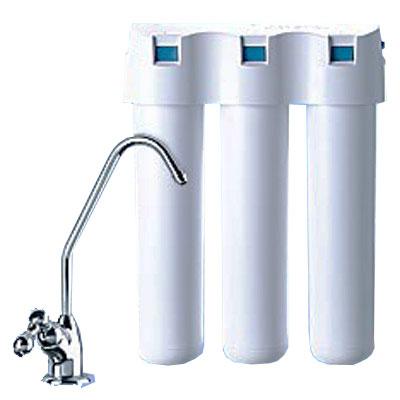 """Водоочиститель """"Аквафор Кристалл Н"""" -  фильтр нового поколения, обеспечивающий   многоступенчатую очистку питьевой воды.  Модули водоочистителя изготовлены по  современной  технологии """"карбонблок"""" и представляют собой фильтрующую  матрицу,  состоящую из активированного кокосового угля и  ионообменного волокна АКВАЛЕН.  Содержат в качестве  бактерицида кластерное микрокристаллическое серебро.    Преимущества водоочистителя """"Аквафор Кристалл Н"""":    Современный  слим-дизайн  Бактериальная безопасность   Новая линия картриджей   Отдельный кран  Простота замены картриджей     В комплект входят фильтрующие модули:  K3. Предварительная сорбционная очистка питьевой воды.    KH. Умягчение питьевой воды.    K7. Финишная сорбционная доочистка и кондиционирование питьевой воды.    В набор включен отдельный кран для питьевой воды. Характеристики:    Материал:  пластик, металл. Ресурс комплекта: 6000 л.  Скорость фильтрации:  2 л/мин. Габаритные размеры:  26 см х 9 см х 34  см.  Изготовитель:  Россия.   Входит руководство по эксплуатации на русском языке."""