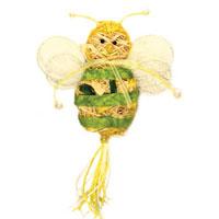 """Пасхальное украшение выполнено в виде декоративной композиции - пчелки. Пчелка выполнена из стружек, бумаги и украшена бусинами. Декоративное украшение """"Пчелка"""" отлично дополнит интерьер вашей комнаты и будет хорошим подарком на пасху.    Характеристики: Материал: стружки, бумага. Высота пчелки: 10 см. Производитель: Китай. Артикул: 16320."""