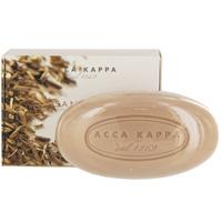 Растительное мыло Acca Kappa Сандаловое дерево, 150 г853323Растительное мыло Сандаловое дерево деликатно очищает кожу. Идеально подходит для всех типов кожи. Растительные компоненты получены из кокосового масла и сахарного тростника, прекрасно очищают и увлажняют кожу. Экстракты мелиссы лимонной, омелы, ромашки, тысячелистника и хмеля известны своими противовоспалительными свойствами и превосходно дополняют формулу. Так же мыло обогащено аллантоином растительного происхождения, которое обладает заживляющими свойствами и способствует регенерации клеток. Характеристики:Вес: 150 г. Производитель: Италия.Товар сертифицирован.