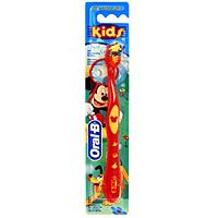 Детская зубная щетка Oral-B Kids, мягкаяKID-13244865Зубная щетка Oral-B Kids специально создана для детей.Голубые щетинки Indicator обесцвечиваются наполовину, напоминая о необходимости замены щетки.Мягкая закругленная щетина не травмирует детские зубы и десны.Эргономичная рукоятка обеспечивает больше удобства в процессе чистки зубов, для маленькой руки ребенка. Благодаря стабилизатору ручки щетка устойчива на поверхности.Длинные щетинки Power Tip разработаны для очищения труднодоступных задних зубов. Характеристики: Длина щетки: 16,5 см. Жесткость: мягкая. Артикул: 2002107. Изготовитель: Китай. Товар сертифицирован.Уважаемые клиенты!Обращаем ваше внимание на возможные варьирования в цветовом дизайне товара. Поставка осуществляется в зависимости от наличия на складе.