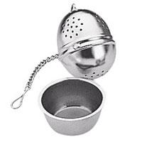 Заварник для чая Яйцо с блюдцем. 420672420672Заварник для чая Яйцо идеально подойдет для разового приготовления чайной заварки. Он выполнен из первоклассной нержавеющей стали. В комплекте прилагается стальное блюдце, в размер заварника, которое позволит поддержать чистоту на вашем столе, собрав капли заварки. Характеристики: Материал: сталь. Размер: 4 см х 4 см х 5 см. Производитель: Чехия. Артикул: 420672.