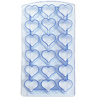 Форма для льда Сердце, цвет: голубой18 ячеек25.35.27Форма для льда Сердце выполнена из силикона. На одном листе расположено 18 формочек в виде сердец. Благодаря тому, что формочки изготовлены из силикона, готовый лед вынимать легко и просто. Чтобы достать льдинки, эту форму не нужно держать под теплой водой или использовать нож. Теперь на смену традиционным квадратным пришли новые оригинальные формы для приготовления фигурного льда, которыми можно не только охладить, но и украсить любой напиток. В формочки при заморозке воды можно помещать ягодки, такие льдинки не только оживят коктейль, но и добавят радостного настроения гостям на празднике!Размер общей формы: 23 см х 11,5 см х 2,5 см.Размер одной формочки: 3 см х 3 см.