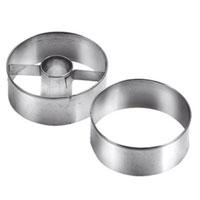 Набор формочек для выпечки Tescoma, диаметр 5,5 см, 2 шт.631174631174Круглые формочки Tescoma идеально подойдут для вырезания теста при выпечке печенья. Одна формочка предназначена для приготовления печенья с начинкой. Формочки изготовлены из прочного металла.Характеристики: Материал: металл. Диаметр: 5,5 см. Комплектация: 2 шт. Производитель: Чехия. Артикул: 631174.