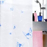 Штора Butterfly taubenblau, 180х2001028191Штора для ванной комнаты Butterfly taubenblau с изображением бабочек изготовлена из полиэтиленвинилацетата. В верхней кромке шторы сделаны отверстия для колец. Штору можно стирать только руками. Шторы от компанииSpirella отличает яркий, красочный дизайн рисунков и высокое качество (гарантия на изделие 3 года). Сделайте Вашу ванную комнату еще красивее! Характеристики: Материал: пластик. Размер шторы: 180 см х 200 см. Цвет рисунка: голубой. Производитель: Швейцария. Артикул: 1028191.