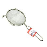 Сито Metaltex, диаметр 18 см11.06.18Сито, выполненное из высококачественной стали и алюминиевого сплава, станет незаменимым аксессуаром на Вашей кухне. Оно предназначено для просеивания и процеживания. Конструкция ручки представляет собой петлю, с помощью которой сито можно подвесить в удобном для Вас месте. Такое сито станет достойным дополнением к кухонному инвентарю. Характеристики:Материал: сталь, алюминиевый сплав. Диаметр: 18 см. Длина ручки: 16 см. Изготовитель: Италия. Артикул: 11.06.18.