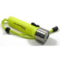 Фонарь LED Lenser D14. 7456-M7456-MФонарь LED Lenser D14 - фонарь для дайвинга. Имеет полностью герметичный корпус, позолоченные контакты. Материал:металл, пластик. Длина: 16 см. Время свечения: 50 часов. Яркость: 85 лн.Глубина погружения: 60 м. Количество светодиодов: 1 шт. Вес: 220 г. Производитель: Германия. Артикул: 7456-M.Работает от 4 батареек АА (входят в комплект).Производителем фонарей LED Lenser является концерн Zweibruder Optoelectronics GmbH (Цвайбрюдер Оптоэлектроникс), Germany. Концерн включает в себя: инженерно-конструкторское бюро, где проводятся разработки и испытания фонарей,производственную базу, силами которой осуществляется изготовление. Производство имеет международный сертификат ISO 9001:2000, подтверждающий стабильный уровень качества выпускаемой продукции. В фонарях LED Lenserвпервые применена революционная оптическая схема, состоящая из источника света - светодиода, рефлектора и двух линз. И все элементы схемы идеально отцентрированы. Применение данной схемы позволяет собрать 100% света, излучаемого светодиодом, и направить его в нужном направлении, без потерь ровным направленным лучом - это эффект театрального прожектора. Он достигается благодаря равной интенсивности света в каждой точке освещаемого круга.Гарантийный срок5 лет. Возврат товара возможен только через сервисный центр.Время работысервисного центра: Пн-чт: 10.00-18.00Пт:10.00- 17.00Сб, Вс: выходные дниАдрес:129223, Россия, Москва, пр-кт Мира, 119 (ВВЦ), строение 323.