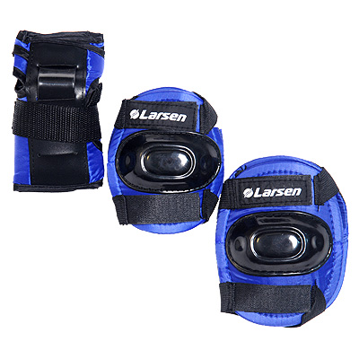 """Роликовая защита """"Larsen P1B """" состоит из налокотников, наколенников и защиты запястья. Такая роликовая защита будет отличным дополнением к Вашим роликам.      Налокотники (2 шт), наколенники (2 шт), защита запястья (2 шт)."""