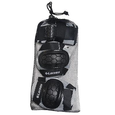 """Роликовая защита """"Larsen P2G"""" состоит из налокотников, наколенников и защиты запястья. Такая роликовая защита будет отличным дополнением к Вашим роликам.  Налокотники (2 шт), наколенники (2 шт), защита запястья (2 шт)."""