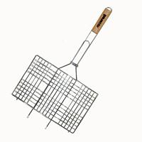 Решетка-гриль Лесничий, 34 х 22 см80-023Решетка-гриль Лесничий используется для приготовления на костре, в мангале или жаровне самых разнообразных продуктов: мяса, рыбы, овощей, колбасок, сосисок, сарделек, бутербродов. Эргономичная деревянная ручка - дополнительный уровень безопасности и удобства решетки. Специальные выступы на решетке (усики), дают возможность установить решетку таким образом, чтобы вся рабочая поверхность решетки была задействована и продукты, размещенные на ней, готовились равномерно. Характеристики:Материал: сталь, дерево. Размер решетки: 34 см x 63 см. Размер рабочей поверхности: 34 см х 22 см. Артикул: Л-128. Изготовитель: Китай. Произведено по заказу компании Саволи.