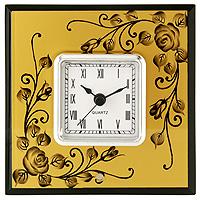 """Оригинальные настольные часы """"Розы"""" - это не только функциональное устройство, но и изысканный элемент декора, который впишется в любой интерьер.  Часовой механизм расположен в стеклянной подставке, которая декорирована рисунками роз. Часы выполнены с шаговым ходом и секундной стрелкой.  Благодаря стильному исполнению и практичности эти часы станут красивым и полезным подарком.   Характеристики: Размер: 14 см x 14 см x 6 см. Размер циферблата: 6,5 см х 6,5 см. Размер упаковки: 18,5 см х 18 см х 7,5 см. Материал: стекло, металл, пластик. Производитель: Франция. Изготовитель: Китай. Артикул: HS-21320E.   Работают от 1 батарейки """"АА"""" (входит в комплект).    Изысканные сувениры  Jardin d"""