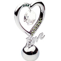 Держатель для визиток Элегантное сердце, цвет: серебристый, 7 смU0252-055-CM1Держатель для визиток в виде сердца с надписью Love и украшенный разноцветными кристаллами Swarovski, изготовлен из высококачественной стали. Оригинальный держатель для визиток будет отличным подарком для ваших друзей и коллег.Более 30 лет компания Crystocraft создает качественные, красивые и изящные сувениры, декорированные различными кристаллами Swarovski.Характеристики:Материал:сталь, кристаллы Swarovski.Высота:7 см. Размер коробки:6,5 см х 9 см х 4,5 см. Артикул:U0252-055-СМ1. Производитель: Китай.