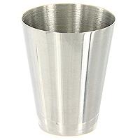Набор стаканчиков S.Quire в футляре, 35 млLY-B5/3Набор S.Quire состоит из трех стаканчиков, которые хранятся в футляре из кожзаменителя, закрывающемся на кнопку. Компактный набор без всяких проблем убирается в любой карман или сумку. Разработан для использования вне дома, в походах и путешествиях, где обычные сосуды для питья были бы слишком громоздки или неудобны. Изготовлен из пищевой нержавеющей стали. S.Quire - это коллекция модных, элегантных, стильных аксессуаров для мужчин, разработанная европейскими дизайнерами и отражающая все тенденции современной моды. В коллекцию S.Quire входит широкий ассортимент разнообразных товаров: фляги, заколки для галстуков, запонки, брелоки, бритвенные наборы, кружки, термосы, портсигары, пепельницы, изделия из кожи, винные аксессуары и наборы с различной комплектацией вышеперечисленных аксессуаров. Характеристики:Материал:сталь, кожзаменитель. Высота стаканчика:4,5 см. Диаметр по верхнему краю:3,7 см. Объем:35 мл. Размер футляра:4 см х 6,5 см х 4 см. Производитель: Италия. Изготовитель: Китай. Артикул:LY-B5/3.