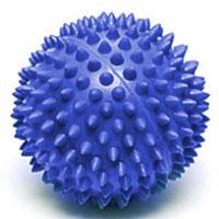 Мяч массажный Larsen, цвет: синий, 7 см. SM-2233077Игольчатая поверхность благотворно воздействует на нервные окончания и способствует улучшению кровообращения. Идеален для массажа и самомассажа детей и взрослых, для профилактики целлюлита. Подходит для занятий фитнесом и йогой.Характеристики: Диаметр мяча: 7 см. Цвет: синий. Материал: силикон. Производитель: Китай. Артикул: SM-2.