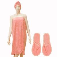 Комплект для бани и сауны Люкс, женский, цвет: коралловыйЛ03Женский комплект для сауны и бани Люкс состоит из накидки, чалмы для волос и тапочек. Накидка посажена на резинку и застегивается с помощью липучки. Накидку можно использовать не только как парео, но и как коврик для бани или полотенце.Все предметы комплекта состоят из натурального, хорошо впитывающего влагу хлопка.Комплект создан для активных и уверенных в себе людей. Отдых в сауне или бане - это полезный и в последнее время популярный способ времяпровождения, комплект Люкс обеспечит вам комфорт и удобство. Характеристики: Материал: 100% хлопок. Длина накидки: 87 см. Максимальная ширина накидки: 70 см. Длина чалмы: 69 см. Длина подошвы тапочек: 29 см. Цвет: коралловый. Производитель: Россия. Артикул: Л03.