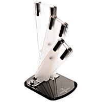 """Универсальная подставка для ножей """"Hatamoto"""" позволяет удобно и безопасно хранить ножи, чтобы риск пораниться был сведен к минимуму. Корпус подставки изготовлен из высококачественного, пищевого пластика. Подставка рассчитана на три ножа. Она очень устойчива и не упадет, когда вы будете вынимать из нее ножи. Ножи всегда будут у вас под рукой.Она легко моется, что обеспечивает гигиеничность такого вида подставок. Характеристики:Материал:  пластик, металл. Общий размер подставки:  23,5 см х 11 см х 14 см. Размер отверстия для клинка большого ножа:  5 см х 0,5 см. Длина паза для клинка большого ножа:  20 см. Размер отверстия для клинка среднего ножа:  3,5 см х 0,5 см. Длина паза для клинка среднего ножа:  18,5 см. Размер отверстия для клинка малого ножа:  2,6 см х 0,5 см. Длина паза для клинка малого ножа:  16 см. Размер упаковки: 23,5 см х 16,5 см х 11,5 см. Изготовитель: Япония. Артикул:  FST-R-003. УВАЖАЕМЫЕ КЛИЕНТЫ! Обращаем ваше внимание на то, что данный товар представляет собой только подставку, без ножей."""