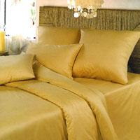 Комплект белья Oro (1,5 спальный КПБ, сатин, наволочки 70х70)Ch-З-143-150-70Комплект постельного белья Oro, изготовленный из сатина, поможет вам расслабиться и подарит спокойный сон. Постельное белье имеет изысканный внешний вид и обладает яркостью и сочностью цвета. Комплект состоит из пододеяльника, простыни и двух наволочек. Благодаря такому комплекту постельного белья вы сможете создать атмосферу уюта и комфорта в вашей спальне.Сатин производится из высших сортов хлопка, а своим блеском, легкостью и на ощупь напоминает шелк. Такая ткань рассчитана на 200 стирок и более. Постельное белье из сатина превращает жаркие летние ночи в прохладные и освежающие, а холодные зимние - в теплые и согревающие. Благодаря натуральному хлопку, комплект постельного белья из сатина приобретает способность пропускать воздух, давая возможность телу дышать. Одно из преимуществ материала в том, что он практически не мнется и ваша спальня всегда будет аккуратной и нарядной. Страна:Россия. Материал:100% хлопок. В комплект входят:Пододеяльник - 1 шт. Размер: 215 см х 143 см +/-2 см.Простыня - 1 шт. Размер: 214 см х 150 см +/-2 см.Наволочка - 2 шт. Размер: 70 см х 70 см +/-1 см.