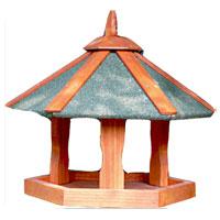 Кормушка для птиц, выполненная из дерева, представляет собой небольшой подвесной домик. Такая кормушка будет отлично смотреться в вашем саду.     Уважаемые клиенты! Товар поставляется в разобранном виде. Характеристики:  Материал: дерево. Размер кормушки: 47,5 см х 47,5 см х 36 см. Размер упаковки: 32 см х 40 см х 4 см. Производитель: Китай. Артикул:  BHW1018.