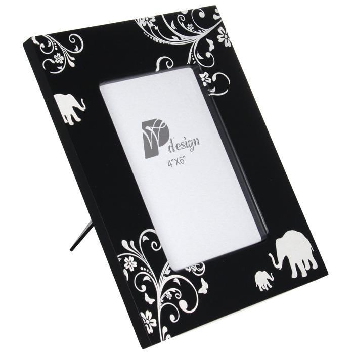 Фоторамка Белое на черном, 15,5 см х 10,5 см24137Декоративная фоторамка Белое на черном украсит интерьер помещения оригинальным образом, а также позволит сохранить на память изображения дорогих вам людей и интересных событий вашей жизни. Рамка, выполненная из полистоуна черного цвета, оформлена белым цветочным узором и силуэтами слонов. У рамки есть ножка для размещения ее на столе. С такой фоторамкой вы сможете не просто внести в интерьер своего дома элемент необычности, но и создать атмосферу загадочности и изысканности. Характеристики: Материал:полистоун, бумага, ПМ. Размер фоторамки: 23,2 см х 18,2 см. Размер фотографии: 10,5 см х 15,5 см. Размер упаковки: 23,5 см х 18,5 см х 2,5 см. Производитель: Китай. Артикул:024137.