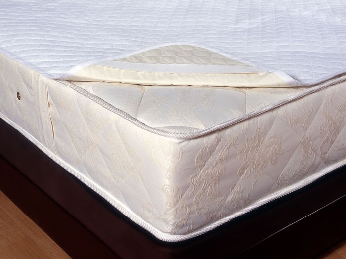 Наматрасник Comfort Luisa, водонепроницаемый, 90 см х 200 см138720004Непромокаемый наматрасник Comfort Luisa - это практичная новинка для вашей спальни! Водонепроницаемый наматрасник продлит срок службы вашего матраса: защитит его от влаги, пятен и загрязнений.Наматрасник Comfort Luisa состоит из 2 слоев:верхний слой - махровая хлопковая ткань;нижний слой - специальный материал не пропускающий влагу.Наматрасник Comfort Luisa прост в уходе и легко одевается на матрас с помощью резинок. Характеристики: Материал: 82% хлопок, 18% полиэстер. Размер: 90 см х 200 см. Производитель: Россия. Артикул: 138720004.ТМ Primavelle - качественный домашний текстиль для дома европейского уровня, завоевавший любовь и признательность покупателей. ТМ Primavelleрада предложить вам широкий ассортимент, в котором представлены: подушки, одеяла, пледы, полотенца, покрывала, комплекты постельного белья. ТМ Primavelle- искусство создавать уют. Уют для дома. Уют для души.