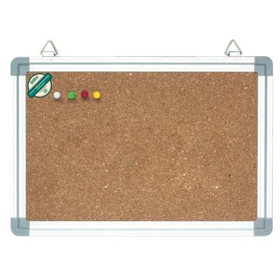 Доска информационная Index, пробковая в алюминиевой раме, 45 см x 60 смIWB-402Информационная доска в серебристой алюминиевой раме с рабочей поверхностью из натуральной пробки, отлично удерживающей бумагу с клейким слоем. Информацию можно крепить к доске при помощи силовых кнопок, гвоздиков, флажков (не входят в комплект). Пробковая поверхность легко восстанавливается после удаления кнопки, поэтому такие доски практичны и долговечны. Для подвеса на стену на верхней части рамы предусмотрены металлические петли. В комплект входит полочка для маркеров.Характеристики: Материал: алюминий, пробка. Размер доски: 45 см x 60 см. Размер упаковки: 70,5 см x 46 см x 2,5 см. Изготовитель: Китай.Доска, полочка для маркеров.
