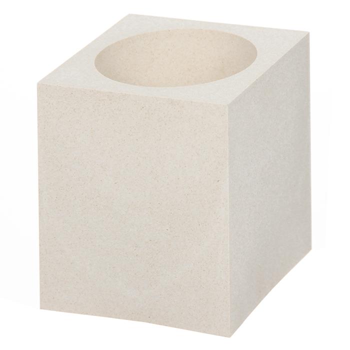 Подставка для канцелярских принадлежностей Cubo Eco7742-16Стильная подставка для канцелярских принадлежностей Cubo Eco выполнена из натурального растительного материала, добытого из древесины. Подставка имеет одно отделение. Такая подставка позволит вам держать рабочее пространство в порядке и добавит оригинальности в офисный интерьер. Характеристики: Размер: 7,5 см x 9 см х 7,5 см. Материал: древесина.