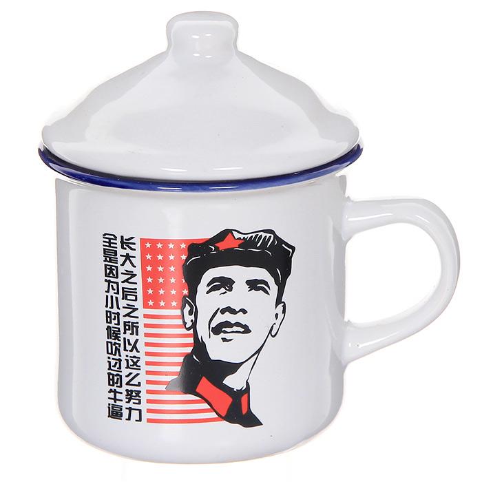 """Керамическая кружка """"Обама коммунист"""" станет отличным подарком друзьям, близким или коллегам по работе. Кружка из керамики белого цвета оформлена оригинальным изображением в стиле коммунистического Китая. К кружке прилагается керамическая крышка.  Такой подарок станет не только приятным, но и практичным сувениром: кружка станет незаменимым атрибутом чаепития, а необычный дизайн придется по вкусу каждому. Характеристики: Материал: керамика.  Высота кружки: 8 см.   Диаметр по верхнему краю: 8,5 см.   Размер упаковки: 10 см х 10 см х 10 см.  Изготовитель: Китай."""