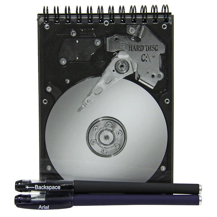 Блокнот Жесткий диск с ручкой и стирателем0101001Оригинальный блокнот Жесткий диск - послужит прекрасным местом для памятных записей, любимых стихов и многого другого. Обложка блокнота выполнена в виде жесткого диска. Внутренний блок выполнен из нелинованной бумаги черного цвета. К блокноту прилагается ручка с белыми чернилами и ручка-стиратель с черными чернилами.Такой блокнот вызовет улыбку у каждого, кто его увидит, а также станет отличным подарком для ваших близких и друзей. Характеристики: Материал: картон, бумага, пластик.Размер блокнота: 10,5 см х 14,5 см х 1 см.Длина ручки: 14,5 см.Размер упаковки: 13,5 см х 16 см х 2 см.Производитель: Россия.