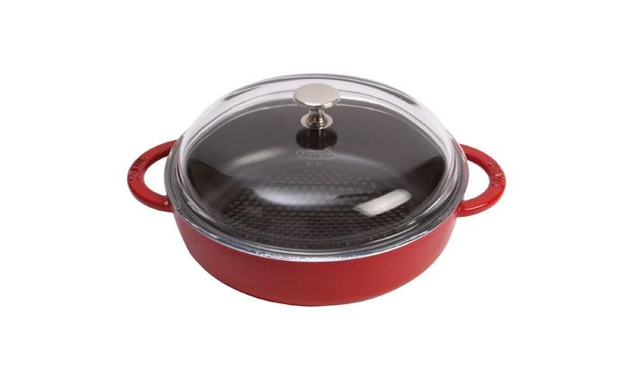 Сотейник Staub Соты с крышкой 24см, 2,4л, цвет: вишневый 12723061272306Изготовлен из чугуна, покрытого эмалью снаружи и внутри. Подходит для использования на всех типах плит и в духовке. Перед первым использованием вымыть горячей водой, высушить на слабом огне, затем смазать растительным маслом изнутри. Погреть несколько минут на слабом огне и вытереть избыток масла. Мыть жидким моющим средством, без применения абразивных веществ и металлических губок. Пригоден для мытья в посудомоечной машине. При падении на твердую поверхность посуда может треснуть или разбиться. Металлические кухонные принадлежности могут повредить посуду. Чтобы не обжечься, пользуйтесь прихватками.Адрес изготовителя:Zwilling Staub France S.A.S,47 bis, rue des Vinaigriers, 75010 Paris, FRANCE (Цвиллинг Стауб Франс С.А.С 47 бис, ру де Винаигриерс, 75010 Париж, Франция)