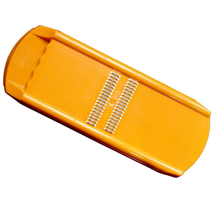 Роко-терка Borner Trend для корейской моркови, цвет: оранжевый 110/2110/2Овощерезка Borner Trendбудет отличным помощником на вашей кухне, особенно для любителей моркови по-корейски. Эта овощерезка имеет ударопрочный пластмассовый корпус с острыми нержавеющими ножами, заточенными с двух сторон. Виды нарезки:тонкая длинная соломка из овощей;тонкая короткая соломка;мелкая крошка;мелкая стружка. Характеристики: Материал: пластик, металл. Цвет: оранжевый. Размер: 32,5 см х 12,5 см х 2,5 см. Размер упаковки: 37,5 см х 12,5 см х 3 см. Производитель: Германия.