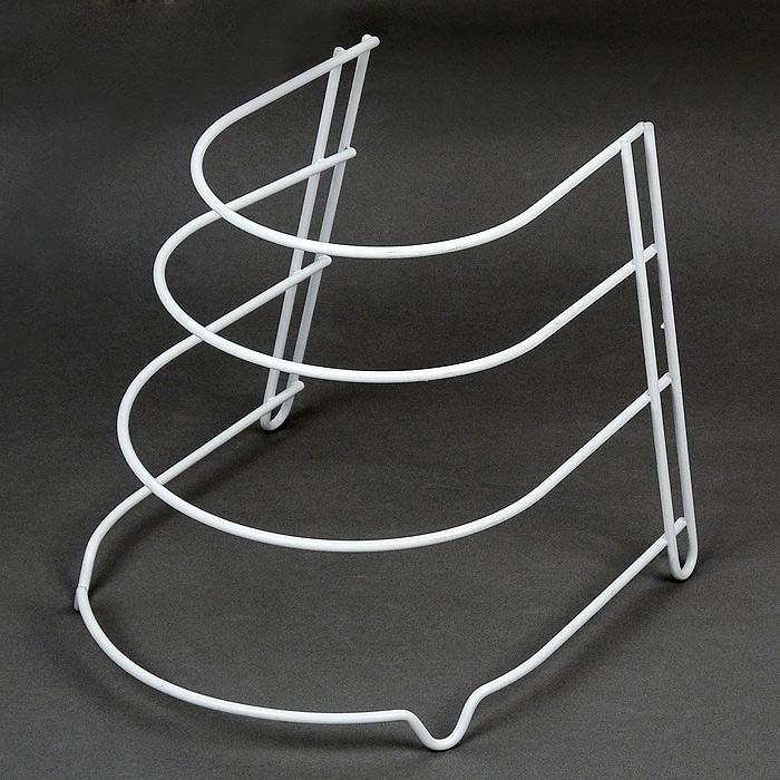 Подставка для сковород Sierra36.27.04/95Подставка Sierra выполнена из высококачественной стали, окрашенной белой краской, содержащей эпоксидный порошок. Она предназначена для хранения четырех сковородок разного размера. Подставка защитит ваши сковородки от трения друг об друга. Подставка имеет четыре ножки, которые позволяют надежно установить ее на поверхности стола или внутри кухонного шкафа. Такая подставка идеально впишется в интерьер вашей кухни, а благодаря своему размеру сэкономит место на вашей кухне. Характеристики: Материал: сталь.Размер:24 см х 25 см х 26,5 см.Производитель: Италия.Артикул:36.27.04/95.