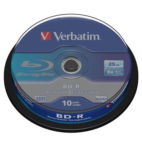 Verbatim BD-R 25GB, 6x, 10шт, Cake Box, (43742)BD-R25C10/VER6С появлением технологии Blu-ray стали доступны диски большой емкости, отвечающие требованиям активно развивающегося телевизионного стандарта высокой четкости (HDTV).Диски Blu-ray обязаны своим названием технологии голубого лазера. Лазерный луч имеет голубой оттенок из-за малой длины волны. Голубой лазер имеет длину волны всего 405 нм, в то время как традиционный красный, используемый для записи DVD-дисков, - 650 нм. Преимущество голубого лазера с малой длиной волны состоит в том, что он способен выжигать более мелкие дорожки данных, поэтому на диск помещается намного больше информации.Диски Blu-ray в 3-5 раз превосходят по емкости DVD-диски и поддерживают возможность записи, перезаписи и воспроизведения видео высокой четкости (HD).Диски этого формата совместимы только с дисководами и устройствами записи, поддерживающими диски Blu-ray на 25 или 50 ГБ без картриджа.