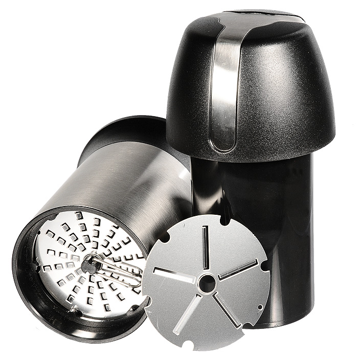 Универсальная терка для сыра Gefu Пармиджиано34680Универсальная терка с двумя сменными дисками позволяет приготовить стружку или крошку из твердого сыра, шоколада или орехов. Стружка или крошка могут храниться непосредственно крышке, входящей в комплект. Терка являет собой стильный, красивый и оригинальный кухонный аксессуар, чрезвычайно удобный в использовании. Лазерная заточка дисков гарантирует использование в течение длительного времени без потери качества. Сменный диск убирается хранится под съемным колпачком крышки. Можно мыть в посудомоечной машине. Характеристики: Материал:нержавеющая сталь, пластик. Высота:15,5 см. Диаметр основания терки:7 см. Размер упаковки:12,5 см х 17,5 см х 8,5 см. Производитель:Германия. Артикул:34680.