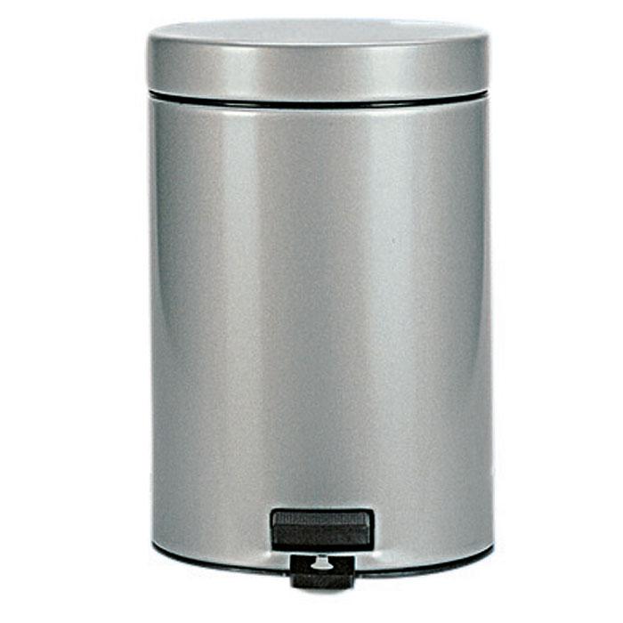 Бак мусорный Brabantia, с педалью, цвет: серый металлик, 3 л. 247620247620Идеальное решение для ванной комнаты и туалета!Предотвращает распространение запахов – прочная, не пропускающая запахи металлическая крышка. Плавное и бесшумное открывание/закрывание крышки. Удобная очистка – прочное съемное внутреннее ведро из пластика. Надежный педальный механизм, высококачественные коррозионно-стойкие материалы. Бак удобно перемещать – прочная ручка для переноски. Отличная устойчивость даже на мокром и скользком полу – противоскользящее основание. Предохранение пола от повреждений – пластиковый защитный обод. Всегда опрятный вид – идеально подходящие по размеру мешки для мусора со стягивающей лентой (размер A). 10-летняя гарантия Brabantia.