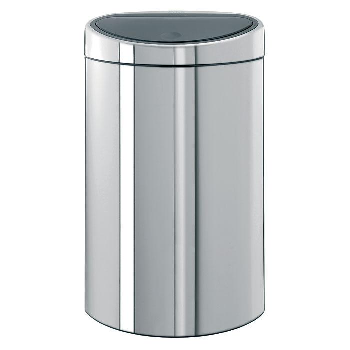 Мусорный бак Brabantia Touch Bin, цвет: стальной полированный, 40 л348587Стильный Touch Bin на 40 литров – непременный атрибут каждой гостиной или кухни. Порадуйте себя и удивите гостей! Бесшумное открывание/закрывание крышки легким касанием – система «soft touch». Удобная смена мешков для мусора – съемный блок крышки из нержавеющей стали. Компактный – плоская задняя стенка позволяет устанавливать бак вплотную к стене или в углу. Удобная очистка – съемное внутреннее ведро из пластика с вентиляционными отверстиями, предотвращающими образование вакуума при вынимании полного мусорного мешка. Легкое перемещение с места на место – прочная ручка для переноски. Предохранение пола от повреждений – пластиковый защитный обод. Бак изготовлен из коррозионно-стойких материалов – долговечность и удобство в очистке. Всегда опрятный вид – идеально подходящие по размеру мешки для мусора со стягивающей лентой (размер L). 10-летняя гарантия Brabantia.