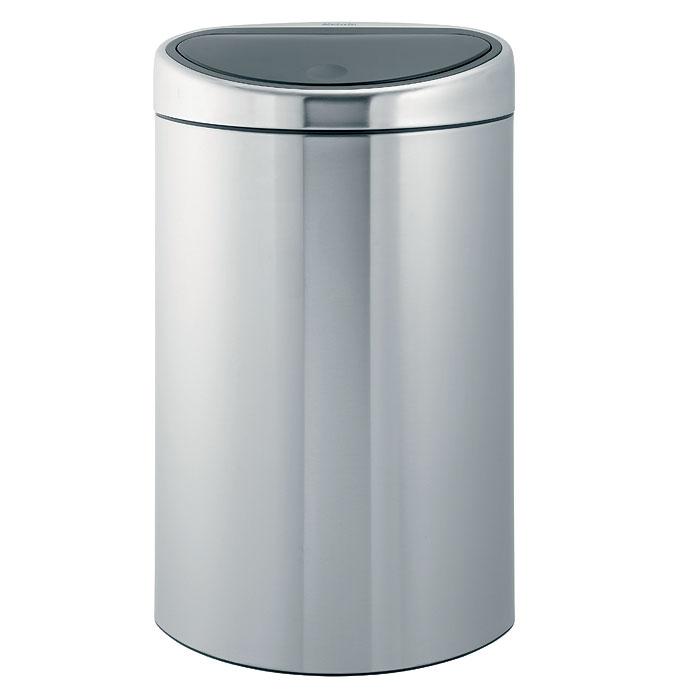 Бак мусорный Brabantia Touch Bin, цвет: стальной матовый FPP, 40 л. 378683378683Стильный Touch Bin на 40 литров – непременный атрибут каждой гостиной или кухни. Порадуйте себя и удивите гостей! Бесшумное открывание/закрывание крышки легким касанием – система «soft touch». Удобная смена мешков для мусора – съемный блок крышки из нержавеющей стали. Компактный – плоская задняя стенка позволяет устанавливать бак вплотную к стене или в углу. Удобная очистка – съемное внутреннее ведро из пластика с вентиляционными отверстиями, предотвращающими образование вакуума при вынимании полного мусорного мешка. Легкое перемещение с места на место – прочная ручка для переноски. Предохранение пола от повреждений – пластиковый защитный обод. Бак изготовлен из коррозионно-стойких материалов – долговечность и удобство в очистке. Всегда опрятный вид – идеально подходящие по размеру мешки для мусора со стягивающей лентой (размер L). 10-летняя гарантия Brabantia.