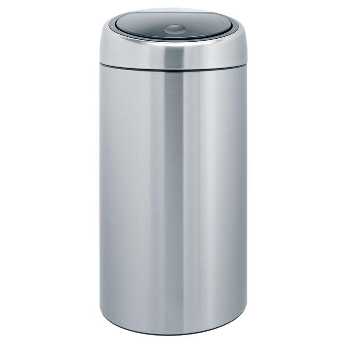 Бак мусорный Brabantia Touch Bin, цвет: стальной матовый FPP, 45 л. 390845390845Бесшумное открывание/закрывание крышки легким касанием – система «Soft Touch». Удобная смена мешков для мусора – съемный блок крышки из нержавеющей стали. Удобная очистка – съемное внутреннее ведро из пластика с вентиляционными отверстиями, предотвращающими образование вакуума при вынимании полного мусорного мешка. Легкое перемещение с места на место – прочная ручка для переноски. Предохранение пола от повреждений – пластиковый защитный обод. Бак изготовлен из коррозионностойких материалов – долговечность и удобство в очистке. Покрытие с защитой от отпечатков пальцев (FPP). Всегда опрятный вид – идеально подходящие по размеру мешки для мусора PerfectFit (размер L).