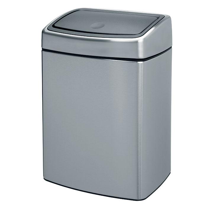 Ведро для мусора Brabantia Touch Bin, 10 л477225Ведро для мусора Brabantia Touch Bin, выполненное из антикоррозийной матовой стали с защитой от отпечатков пальцев, обеспечит долгий срок службы и легкую чистку. Ведро поможет вам держать мелкий мусор в порядке и предотвратит распространение неприятного запаха. Съемная крышка, выполненная из нержавеющей стали и пластика, открывается и закрывается нажатием с характерным щелчком. Крышка открывается и закрывается бесшумно, плотно прилегает к ведру. Пластиковое основание ведра предотвращает повреждение пола. Внутренняя часть ведра - это корзина, выполненная из пластика. Ведро укомплектовано съемным настенным держателем из нержавеющей стали (в комплект входят два шурупа и два дюбеля).В комплекте с ведром идет упаковка с подходящими по размеру мусорными мешками фирмы Brabantia, которые оснащены затяжными шнурками. Характеристики:Материал:сталь матовая, пластик. Объем:10 л. Высота ведра:38 см. Размер ведра (Д х Ш):27 см х 21 см. Объем мешков для мусора:10-12 л. Количество мешков для мусора:20 шт. Размер упаковки:28,5 см х 22,5 см х 34 см. Артикул:477225.Гарантия производителя: 5 лет.