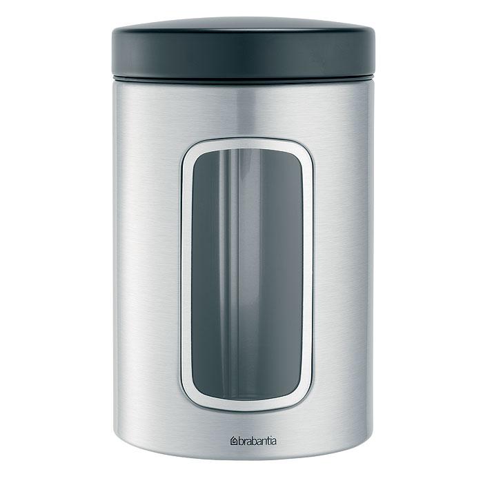 Контейнер для сыпучих продуктов Brabantia, цвет: стальной матовый, 1,4 л. 299247299247Практичное решение для хранения сыпучих продуктов, позволяющее дольше сохранять их свежесть. Не пропускает запах и сохраняет свежесть – защелкивающаяся крышка. Всегда видно содержимое – окошко из антистатических материалов. Легко чистится – контейнер имеет гладкую внутреннюю поверхность. Изготовлен из коррозионностойкой крашеной или лакированной стали с защитным цинк-алюминиевым покрытием. Основание с защитным покрытием. Покрытие с защитой от отпечатков пальцев (FPP).
