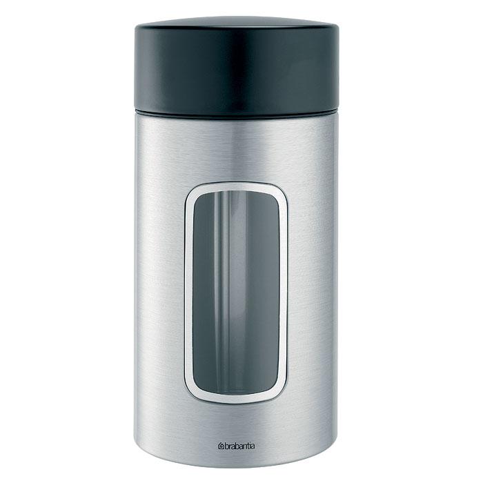 Контейнер для сыпучих продуктов Brabantia, цвет: стальной матовый, 1,7 л. 371820371820Практичное решение для хранения сыпучих продуктов, позволяющее дольше сохранять их свежесть.Не пропускает запах и сохраняет свежесть – защелкивающаяся крышка.Всегда видно содержимое – окошко из антистатических материалов.Легко чистится – контейнер имеет гладкую внутреннюю поверхность.Изготовлен из коррозионностойкой крашеной или лакированной стали с защитным цинк-алюминиевым покрытием.Основание с защитным покрытием.Покрытие с защитой от отпечатков пальцев (FPP).