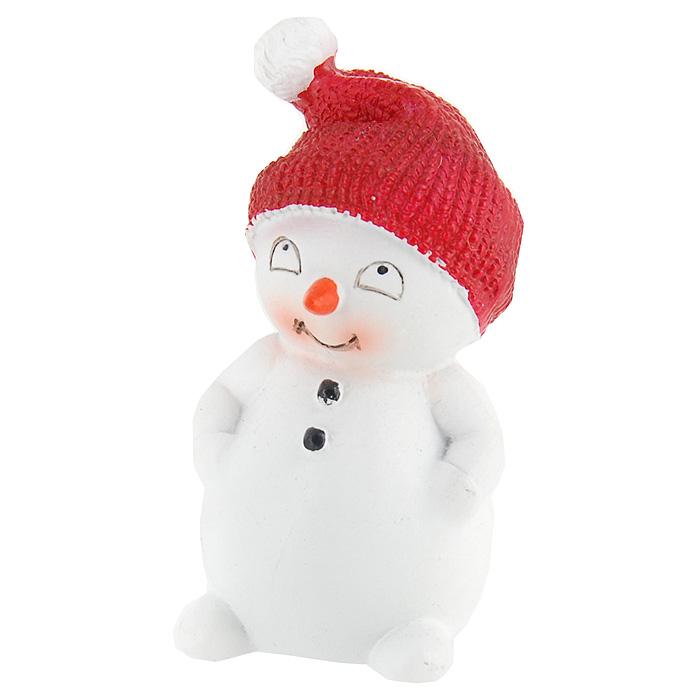 Фигурка декоративная Снеговик. 1941219412Декоративная фигурка, изготовленная из полистоуна, выполнена в виде забавного снеговика. Такая фигурка, несомненно, украсит ваш дом и привнесет праздничное настроение.Характеристики: Материал: полистоун. Высота: 4,5 см. Производитель: Китай. Артикул: 19412.