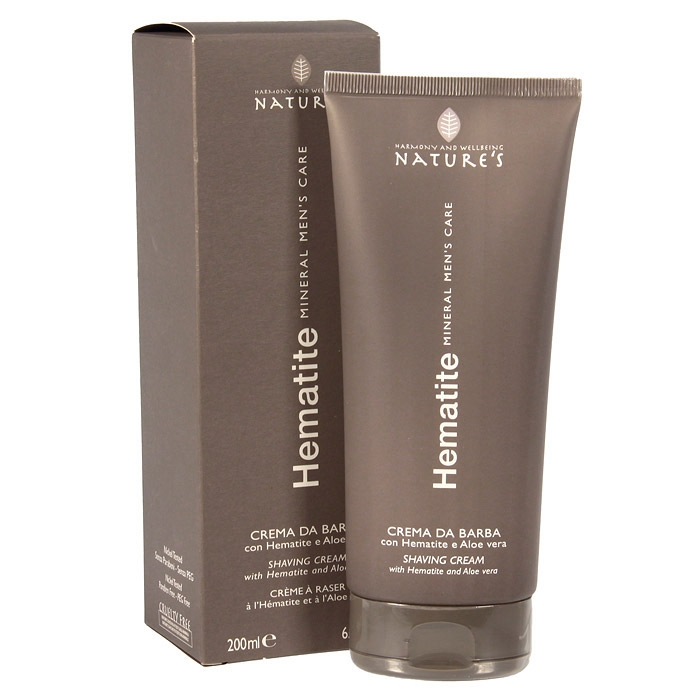 Крем для бритья Natures Hematite, 200 мл60260501Легкий крем для бритья Natures Hematite с пониженным пенообразованием обеспечивает гладкое скольжение лезвия для быстрого идеального бритья. Подходит для самой чувствительной кожи. Поддерживает мягкость кожи, предотвращая шелушение и раздражение. Содержит Гематит, стимулирующий выработку коллагена, гель алоэ вера и папаин, сдерживающий рост волос, и ментол, дающий ощущение свежести. Обладает антиоксидантным действием, препятствует преждевременному появлению морщин. Характеристики:Объем: 200 мл.Производитель: Италия.Артикул: 60260501. Товар сертифицирован.