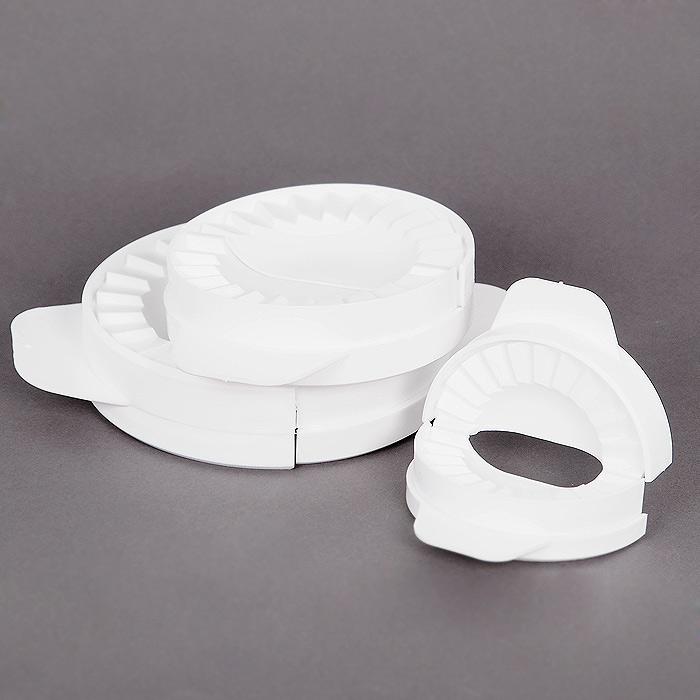 Набор форм для пельменей Borner 3 шт 800007800007Набор Borner, состоящий из трех круглых форм разного диаметра, выполнен из пищевого пластика белого цвета. Формы предназначены для приготовления изделий из теста с различной начинкой. Такие формы помогут вам сделать ровные красивые края и плотный герметичный шов. Набор форм Borner станет незаменимым для приготовления пельменей, вареников и пирожков. Характеристики: Материал:пластик. Диаметр большой формы:10 см. Диаметр средней формы:8 см. Диаметр малой формы:6 см. Комплектация:3 шт. Производитель:Германия. Артикул:KH8301.