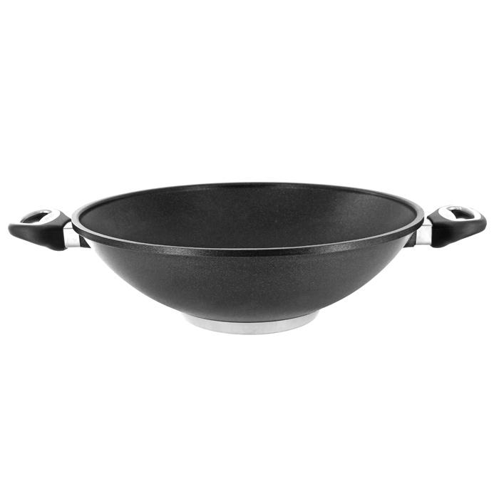 Сковорода Borner Wok, с антипригарным покрытием. Диаметр 32 см11-32Сковорода Borner Wok классической формы, изготовленная из литого алюминия с антипригарным покрытием - это идеальный подарок для современных хозяек и любителей экзотической пищи. Благодаря литому дну толщиной 10 мм, сковорода не подвержена деформации от высоких температур и длительного нагрева, и обладает высокой теплоемкостью, равномерно распределяя тепло, экономя электроэнергию и ваше время. Жаропрочные бакелитовые ручки посуды выдерживают температуру 220°C. Со сковородой Borner Wok вы всегда будете готовить самую вкусную пищу!Сковороду можно ставить на керамическую, газовую и электрическую плиту. Не мыть в посудомоечной машине. Внутренний диаметр по верхнему краю: 32 см.Диаметр дна: 14 см. Высота стенки: 11 см.