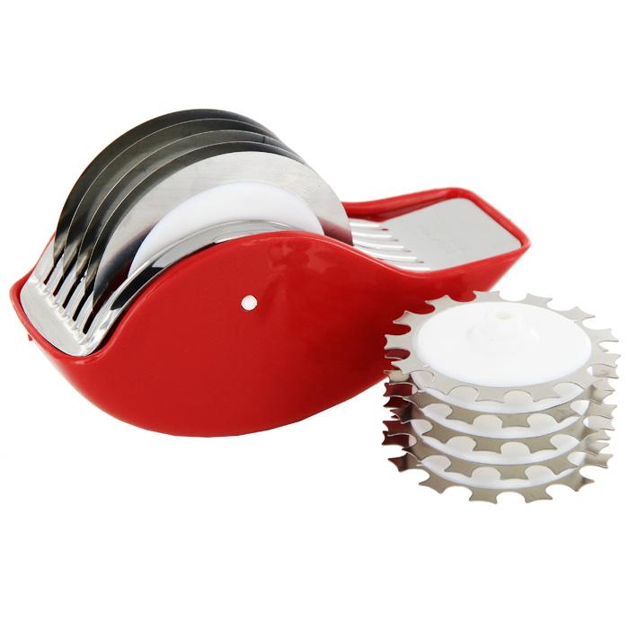 Измельчитель Rull с двумя дисками4315Измельчитель Rull с двумя дисками изготовлен из полипропилена и нержавеющей стали. Измельчитель предназначен для : - нарезки овощей и пряных трав: на разделочной доске измельчителем проводите в разных направлениях до получения продукта нужной консистенции.- смягчения мяса: проводить по мясу, чтобы прорезались наиболее грубые волокна и жилки. Характеристики: Материал:полипропилен, нержавеющая сталь. Размер измельчителя: 14,5 см х 6,5 см х 5,5 см. Диаметр диска:7,5 см. Размер упаковки: 14,5 см х 9 см х 6,5 см. Производитель: Италия. Артикул: 4315.