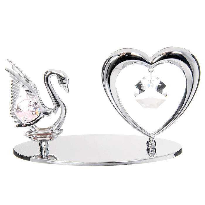 Миниатюра Лебедь и Сердце, цвет: серебристыйU0075-001-CPIМиниатюра Лебедь и Сердце, серебристого цвета, станет необычным аксессуаром для вашего интерьера и создаст незабываемую атмосферу. Кристаллы, украшающие сувенир, носят громкое имяSwarovski - ограненные, как бриллианты, кристаллы блистают сотнями тысяч различных оттенков. Эта очаровательная вещь послужит отличным подарком близкому человеку, родственнику или другу, а также подарит приятные мгновения и окунет Вас в лучшие воспоминания. Характеристики: Материал: металл, австрийские кристаллы. Размер миниатюры: 11,5 см х 6 см х 4,5 см. Цвет: серебристый. Размер упаковки: 14 см х 10,5 см х 7,5 см. Изготовитель: Китай. Артикул: U0075-001-CPI. Более чем 30 лет назад компанияCrystocraftвыросла из ведущего производителя в перспективную торговую марку, которая задает тенденцию благодаря безупречному чувству красоты и стиля.Компания создает изящные, качественные, яркие сувениры, декорированные кристалламиSwarovskiразличных размеров и оттенков, сочетающие в себе превосходное мастерство обработки металлов и самое высокое качество кристаллов.Каждое изделие оформлено в индивидуальной подарочной упаковке, что придает ему завершенный и презентабельный вид.