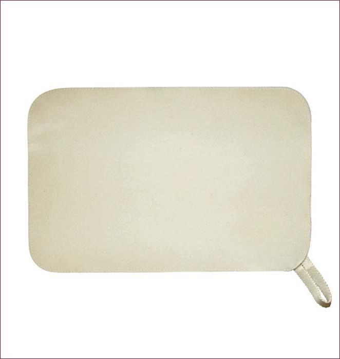 """Коврик для бани и сауны """"Банные штучки"""" необходимый банный аксессуар. Коврик является средством личной гигиены, защищает открытые части тела парильщика от перегретых поверхностей полок, лавок в парной бани и сауны.  Оригинальный коврик послужит замечательным подарком любителям попариться.  Благодаря специальной петельке, коврик можно повесить на стенку.     Характеристики:  Материал: войлок (100% шерсть). Размер коврика: 49 см х 32,5 см. Производитель: Россия. Артикул: 41102                                                                                                                                                                                                                        ."""